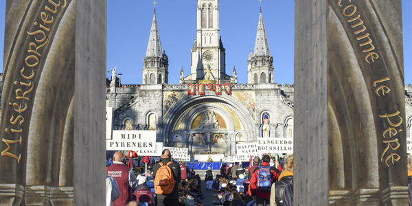 Calendrier Des Pelerinages Lourdes 2019.Le Rosaire Au Calendrier Jubilaire Mondial Le Pelerinage