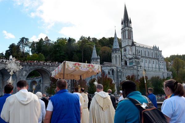 DSC_8895-procession-jeudi
