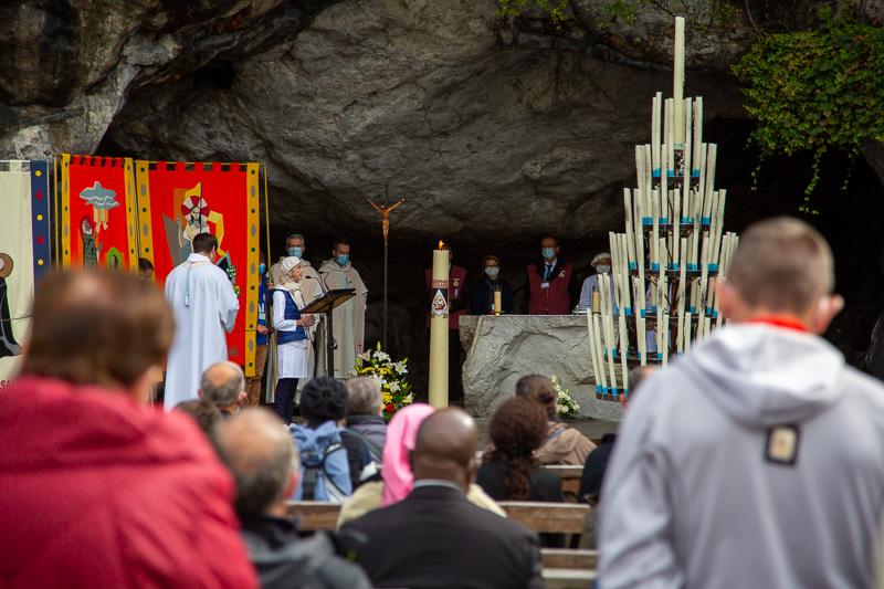Méditation du chapelet à la Grotte